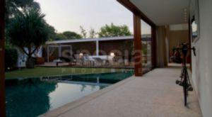 Casa com Arquitetura de Jacobsen e Bernardes