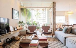 Apartamento Reformado com Varanda na Parte Plana