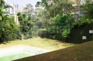 Linda Casa em Rua Fechada - Morumbi