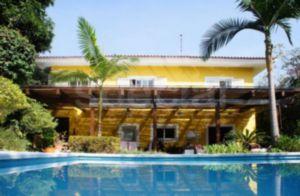 Casa com Belo Jardim Perto do Parque do Ibirapuera