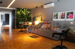Apartamento com Ótima Reforma e Bem Localizado