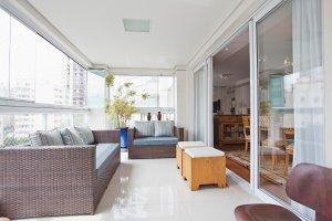 Confortável Apartamento com Varanda Gourmet