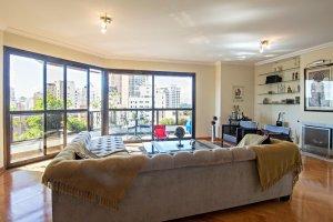 Amplo Apartamento em Moema