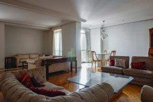 Apartamento Espaçoso, Ótimo para Reforma.