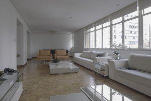 Apartamento Reformando com Excelente Planta.