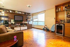 Apartamento com Excelente Planta, Reformado.