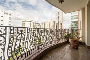 Apartamento Bem Localizado no Campo Belo