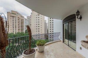 Apartamento com 4 Suítes no Jardim América.