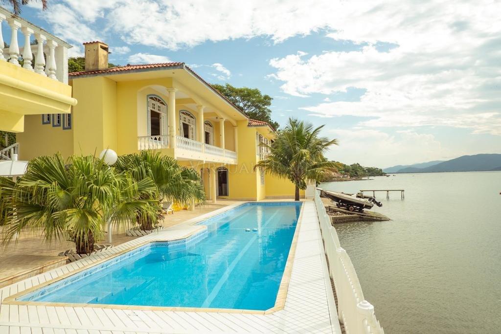 Casa  6 Dormitórios  2 Suítes  6 Vagas de Garagem Bairro Ribeirão Da Ilha em Florianópolis SC