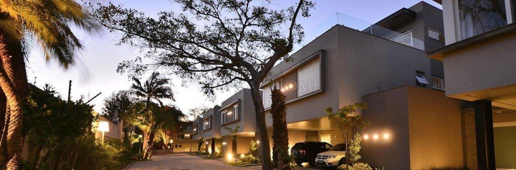 Casa em Condomínio  3 Dormitórios  3 Suítes  3 Vagas de Garagem Bairro Tristeza em Porto Alegre RS