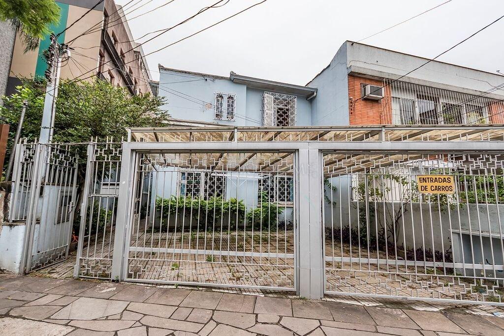 Casa  4 Dormitórios  1 Suíte  2 Vagas de Garagem Bairro Farroupilha em Porto Alegre RS