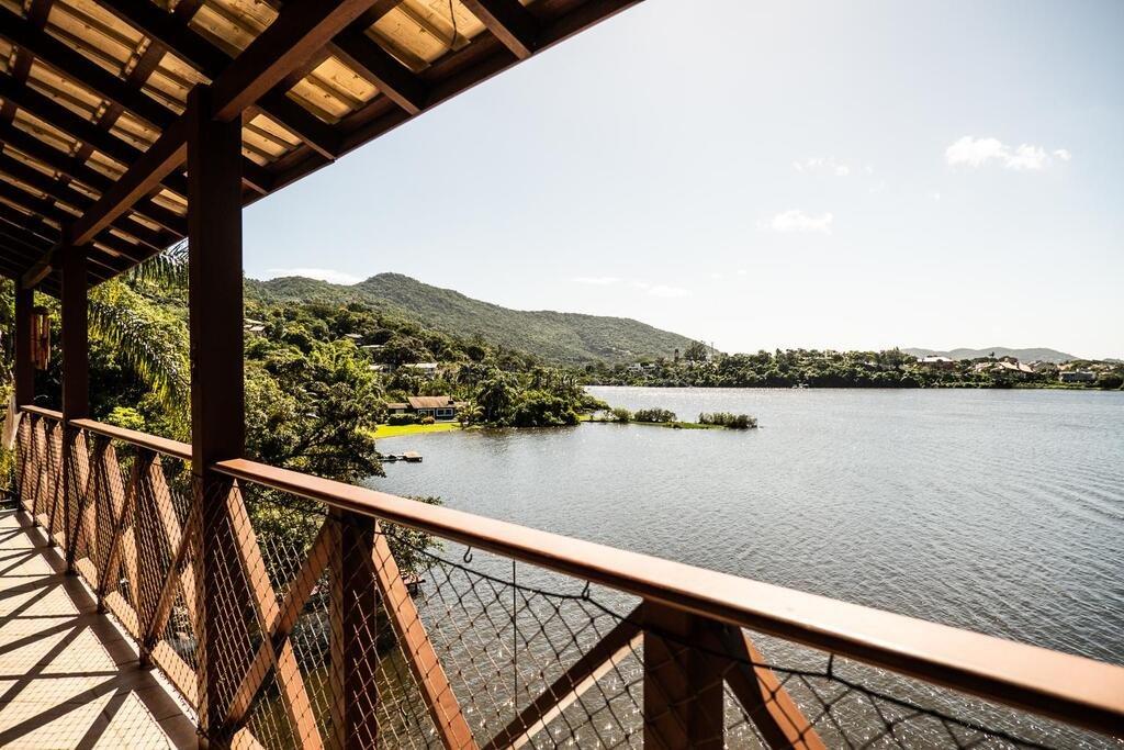 Casa  3 Dormitórios  1 Suíte  3 Vagas de Garagem Bairro Lagoa Da Conceição em Florianópolis SC