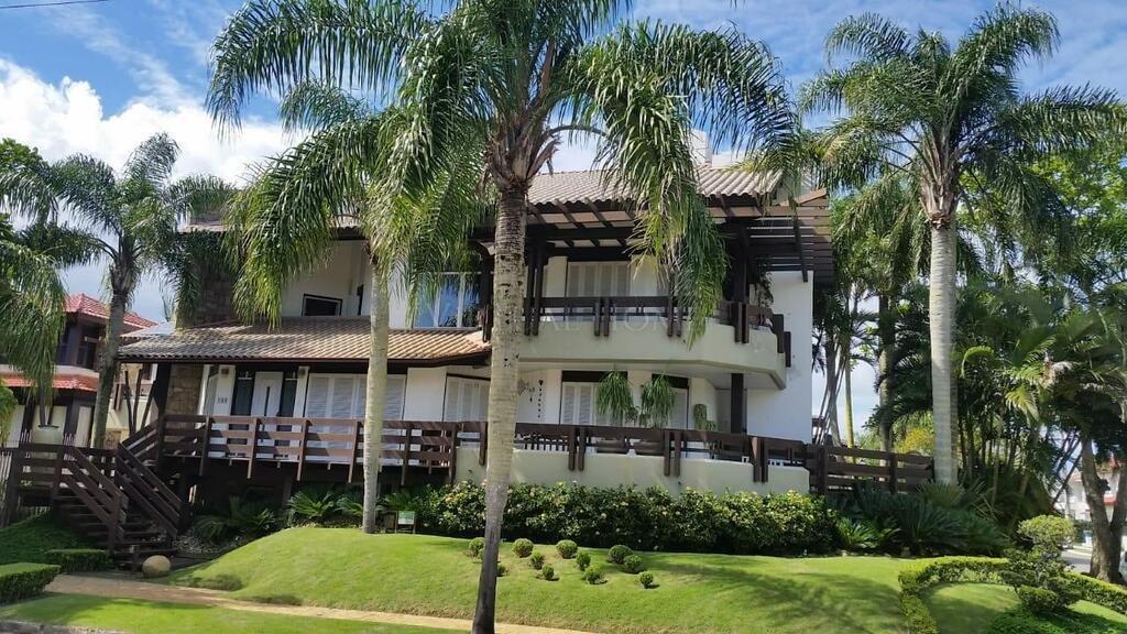 Casa  6 Dormitórios  6 Suítes  7 Vagas de Garagem Bairro Jurerê Internacional em Florianópolis SC