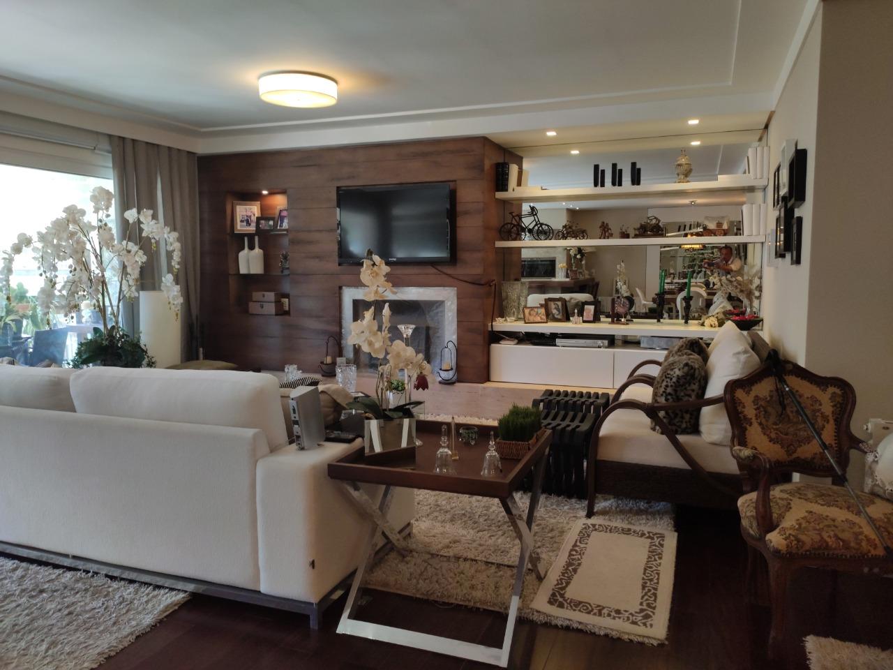 Apartamento com 3 Dormitórios à venda, 224 m² por R$ 2.600.000,00